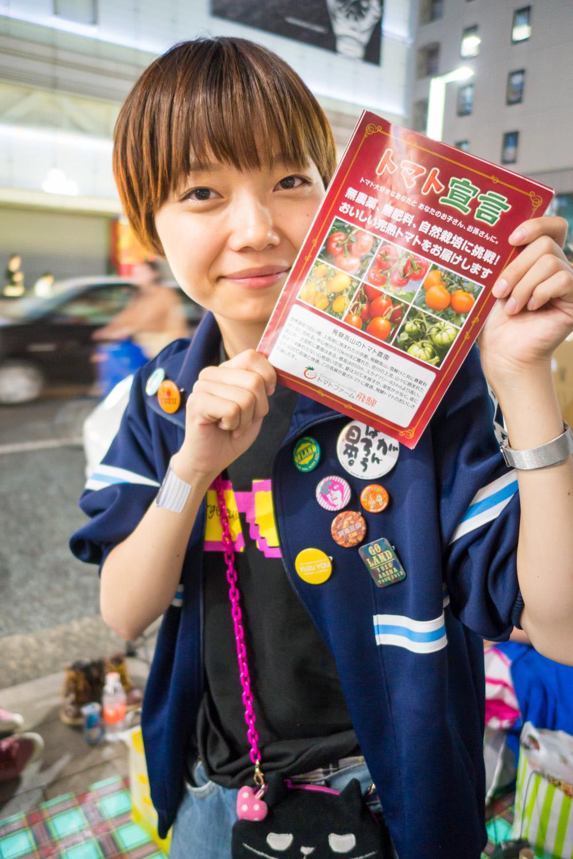 【Apple銀座】iPhone 6 購入の行列に並んでる、さとうさん @torinohatsuko にトマトを差し入れしてきた